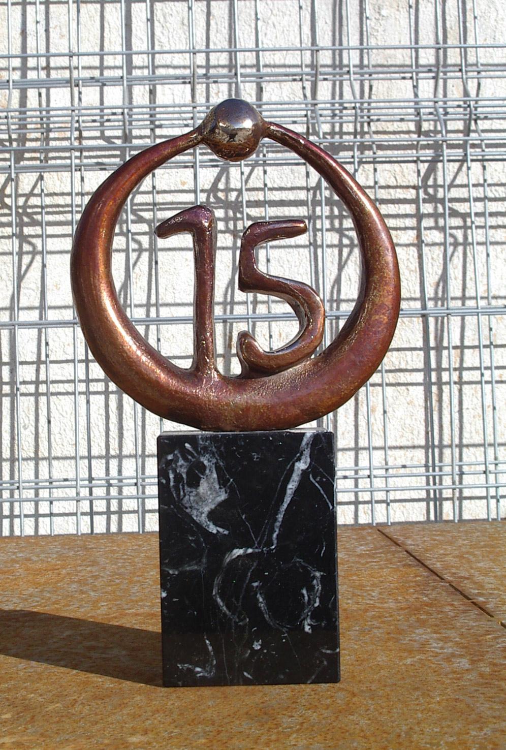 escultura-corporativa-OKI-2