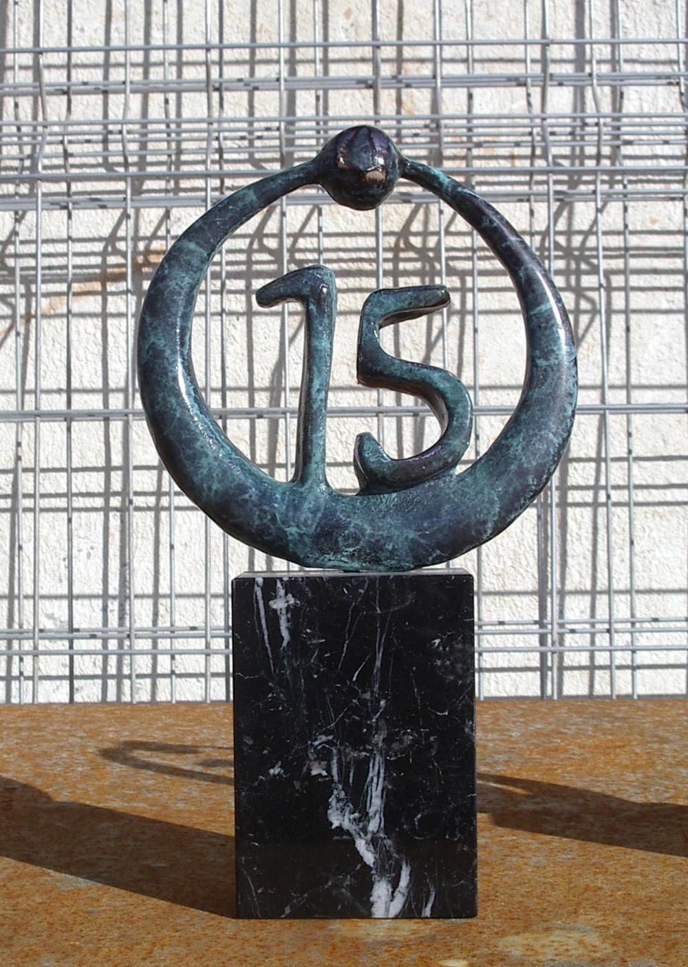escultura-corporativa-OKI-3